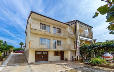 Photo for Nice apartment with 2 bedrooms, bathroom, washing machine, wifi, air condition, balcony with sea view and barbecue area