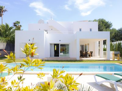 Photo for Beautiful villa with pool and garden, air, quiet location, close to the beach 500 mt