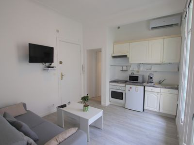 Photo for Suite 111: beautiful one bed flat, terrace, sea view Promenade des Anglais