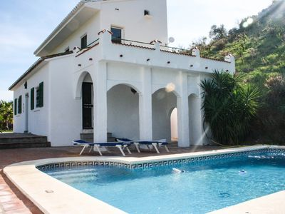 Photo for Beautiful villa with swimming pool in rustic surroundings