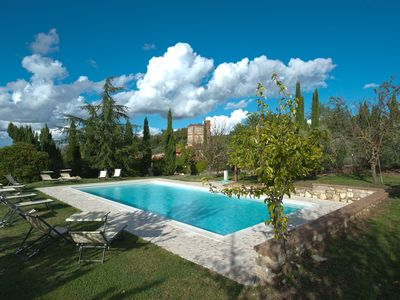 Photo for Cosy apartment in villa with pool, WIFI, TV, panoramic view and parking, close to Greve In Chianti