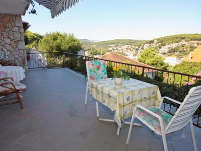 Photo for One bedroom apartment with terrace and sea view Jelsa, Hvar (A-5728-d)