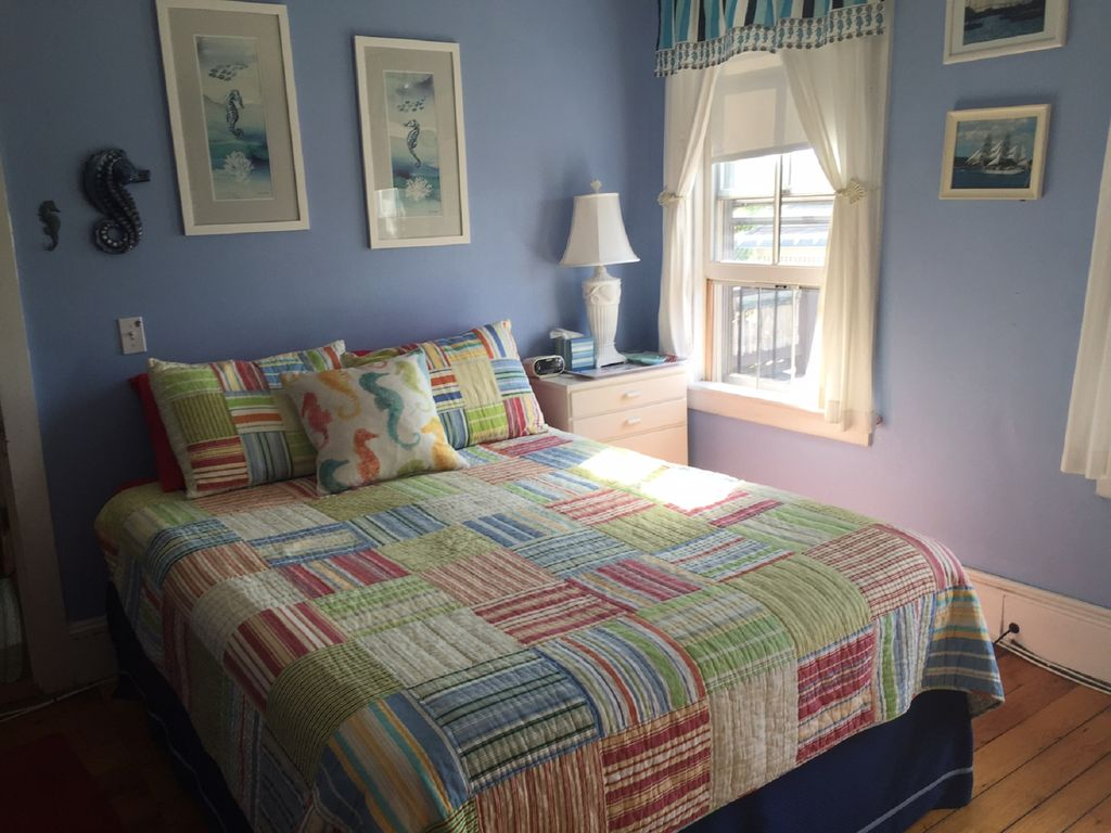 Sunny, charming, cottage-like townhouse in the center of downtown Newport!