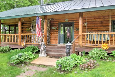 This 2-bedroom, 1-bath cabin sits on a 2-acre lot in Holcombe.