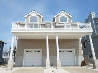 Photo for Beautifully furnished with lots of extras. Great proximity to shopping, beaches and restaurants.