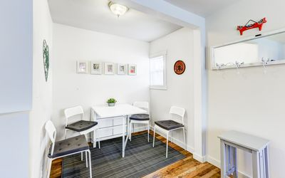 Ample dining space to seat 4
