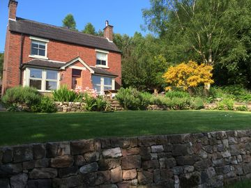 Canal side three bedroomed cottage with large garden