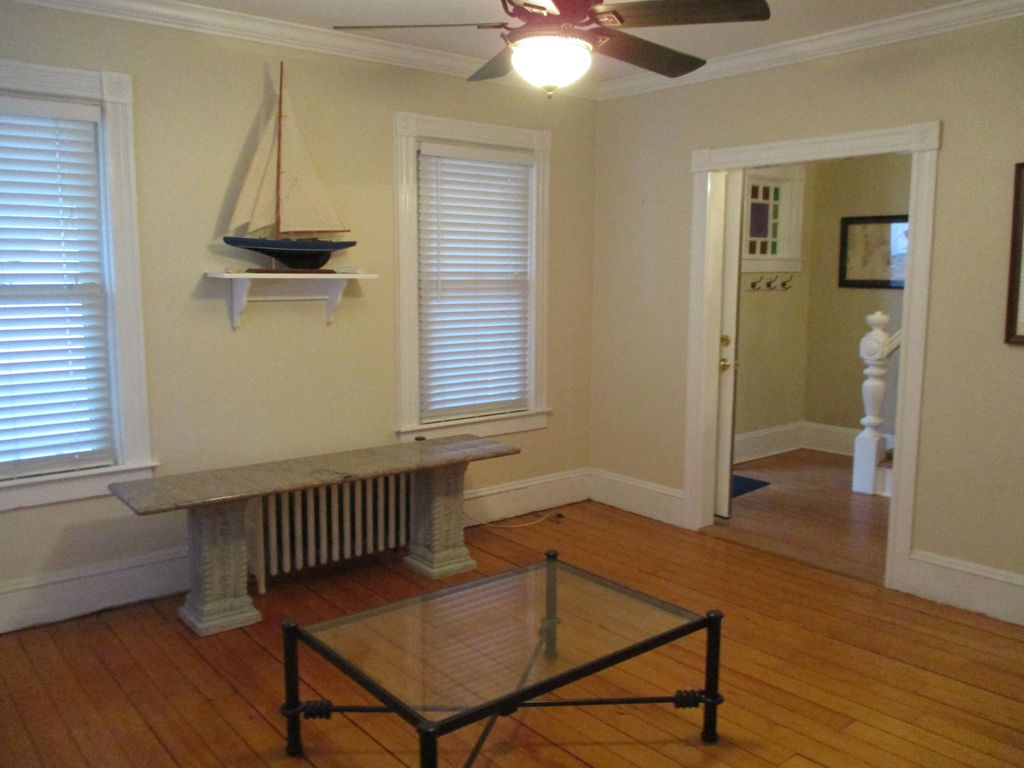 Marvelous Newport Cottage, Easy Walk To Town, Harbor, Parks, Restaurants And Shops