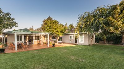 Amazing Serene (peaceful) independent modern Unit - VERY COMFORTABLE and PRIVATE