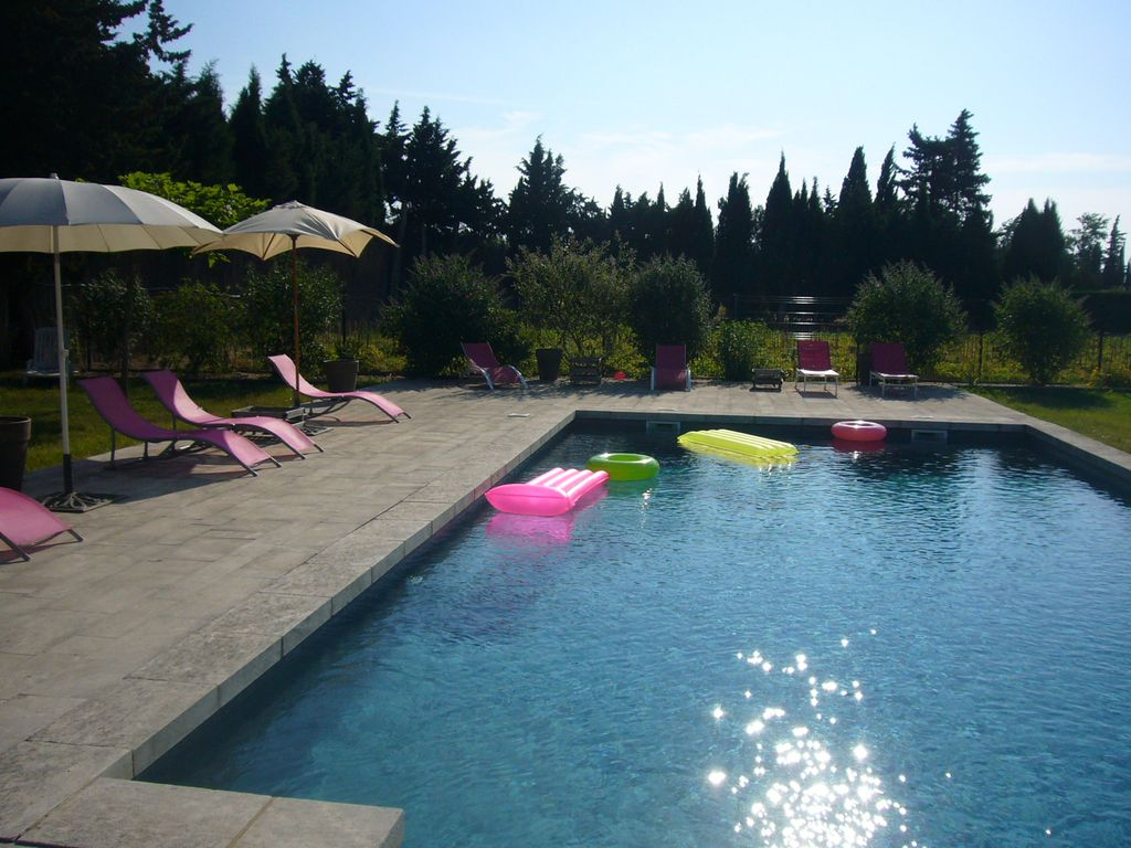 Apartment comfort in Provencal farmhouse with large pool