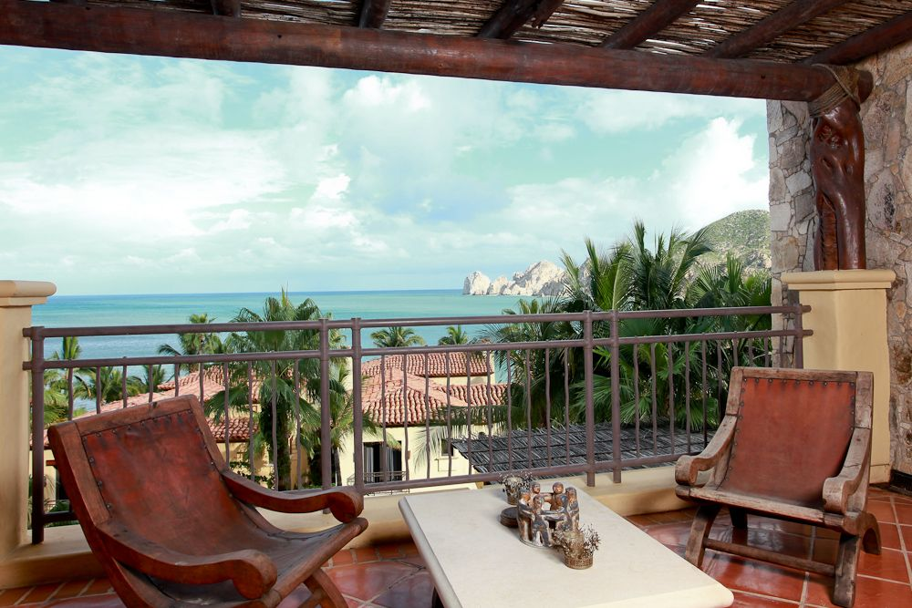 Beachfront, Pools, Fitness, Spa, Restaurant, Walk to Downtown Cabo!