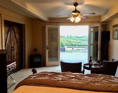 Photo for 1BD/BH Romantic Private Entrance,Suite/Room with a View/Continental Breakfast