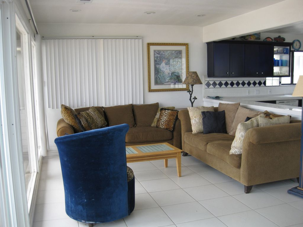 Pet friendly, private ocean view deck, house located directly on the sand