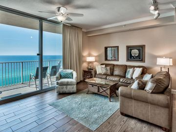 "Custom 1br/2ba ""SeaBreeze"" Free Beach chairs & wifi, Brand new rental! Specials!"