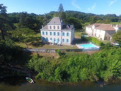 Photo for Castle with infinity pool on the Dordogne