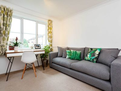 Photo for Charming and contemporary apartment with great transport links (Veeve)