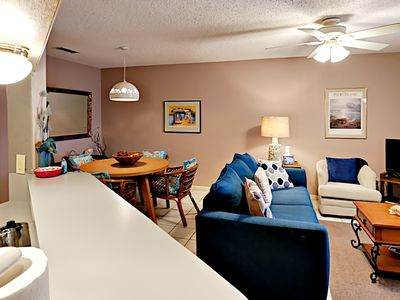 Photo for FB02 Vacation Condo, Large Shared Pool,1 Bedroom, 1 bath, Sleeps 4
