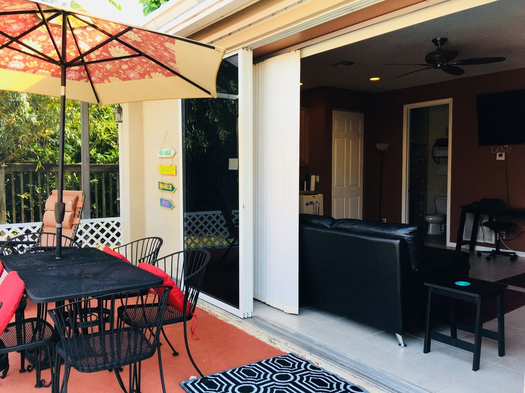Private Guesthouse close to beach and PBIA.