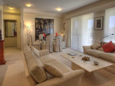 Photo for A luxury apartment on Sydney harbour with easy access to the City attractions