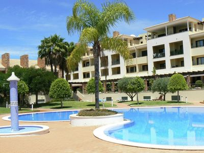 Photo for Holiday home with pool, Jacuzzi and terrace in the Algarve