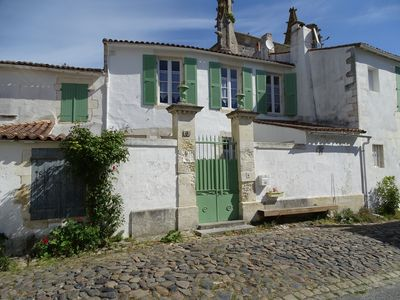 Photo for Charming house type 3 with terrace in the heart of Saint Martin de Ré.