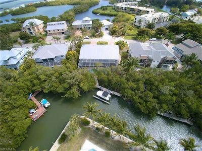 Extended stay discounts available! Tropical Oasis w/ pool on the water