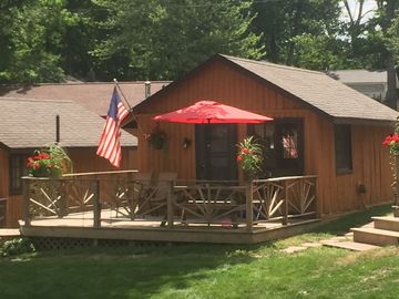 Affordable, Fully Equipped, Lake Front Log Cabin! On Clear Lake