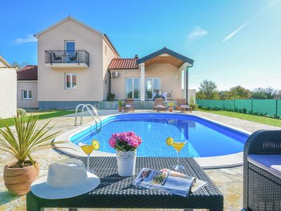 Photo for Charming holiday home with a private pool, nice covered terrace, big garden,BBQ