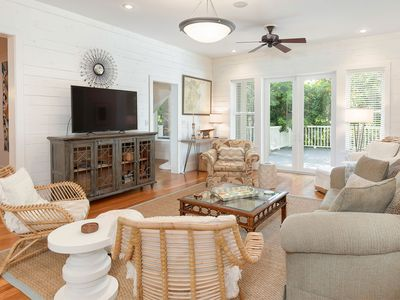Luxurious Home, Multiple Master Suites, Gourmet Kitchen, Multiple outdoor spaces Over 4K Sq Ft
