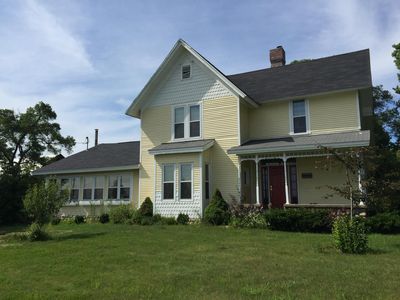 Beautiful 3,000 sf 5/3 Open Concept Farmhouse With Huge Dining That Seats 18