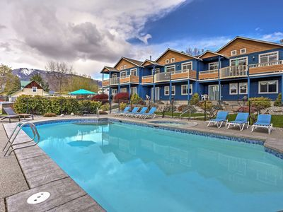 Photo for Manson Townhome w/ Pool Access, Mtn & Lake Views!