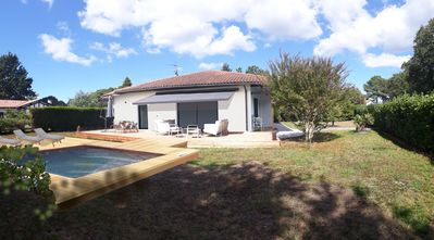 Photo for Large Villa with heated pool 5 minutes from the beaches