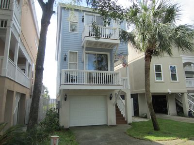 Photo for The Palmetto Breeze, Cabana Club Pools, Pet Friendly, Ocean View, Golf Cart