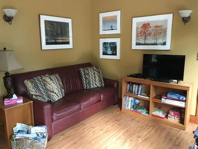Comfy L/R with smart tv (NetFlix inc.), wireless internet & hiking guides, games