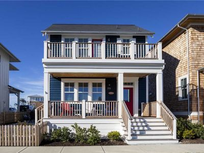 Photo for Beach Bum: 4 BR / 3 BA seabrook in Pacific Beach, Sleeps 10