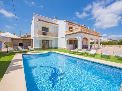 Photo for 6 bedroom Villa, sleeps 12 with Pool, FREE WiFi and Walk to Shops
