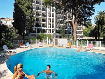 Photo for One bedroom Apartment, sleeps 4 in Cannes with Pool, Air Con and WiFi