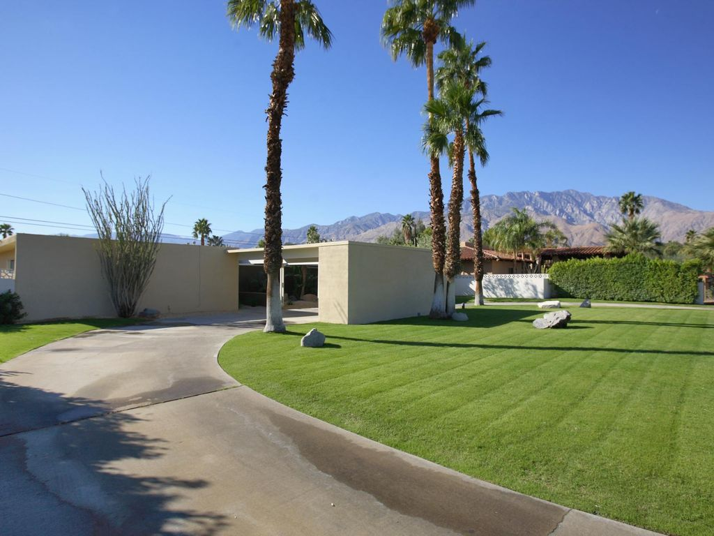 . Mid century modern villa with vintage      HomeAway Palm Springs