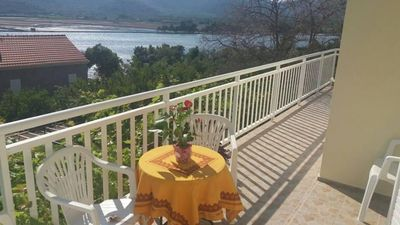 Photo for Two bedroom apartment with terrace and sea view Ston (Pelješac)