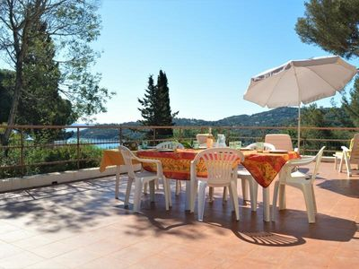 Photo for Apartment Bormes-les-Mimosas, 3 bedrooms, 8 persons