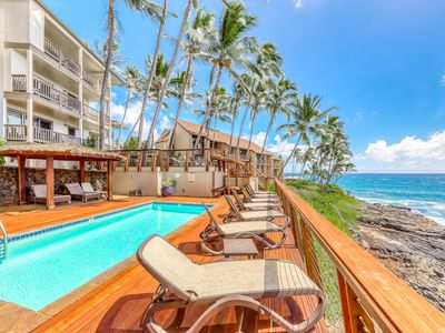 Photo for Tropical, oceanfront condo w/ a shared, outdoor pool & furnished deck