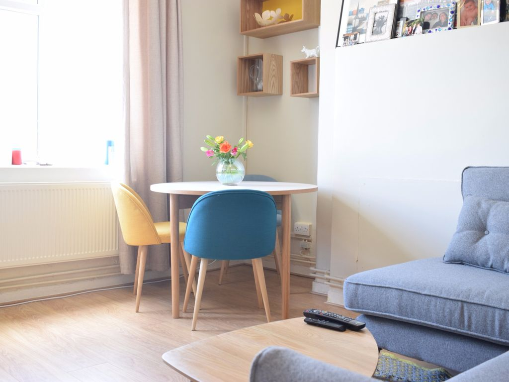 Charming 1Bed in Hip Brixton - One Bedroom Apartment, Sleeps 2