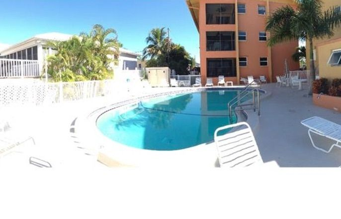 Ideally located beachfront 2bed 2bath wi homeaway publicscrutiny Choice Image