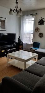 Photo for 3 bedroom Apt, 30 mins to Manhattan and 8 mins to LGA airport
