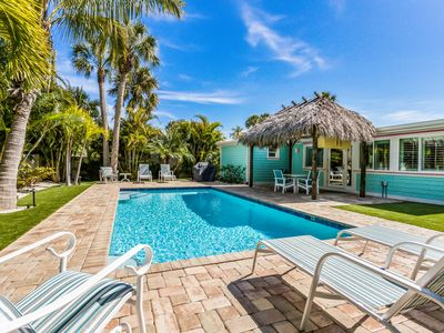 Carefree Cottage: Ground Level, Modern Cottage, Heated Pool,1 Block to the Gulf!