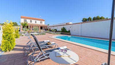 Photo for 5-bedroom holiday villa with lovely private pool between Granada and Malaga