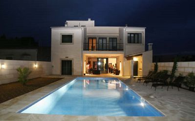 Photo for Exclusive city villa with pool 4SZ (each with bathroom en suite) + Air