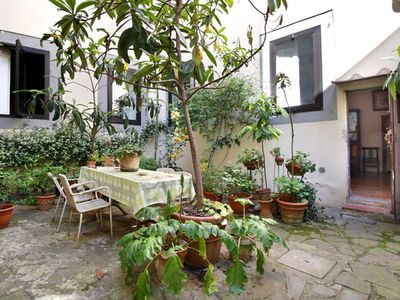 Photo for Sprone Antique apartment in Oltrarno with WiFi, integrated air conditioning, shared garden & lift.