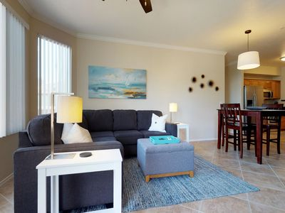 Updated condo w/shared pool, hot tub, & BBQ - close to everything
