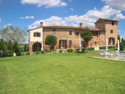 Photo for Lovely apartment for 6 guests with A/C, pool, WIFI, TV and parking, close to San Gimignano